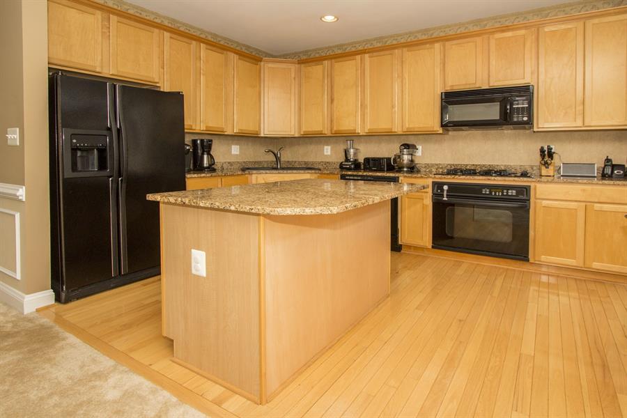 Tủ bếp gỗ sồi mỹ màu vàng nhạt
