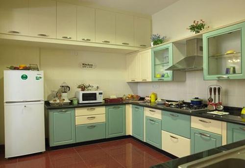 Tủ bếp gỗ nhiều ngăn chứa đồ