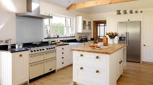 Tủ bếp gỗ bền bỉ theo phong cách châu Âu