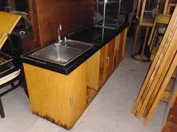 Sơn sửa lại tủ bếp gỗ